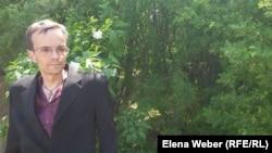 Экскурсовод, сотрудник музея памяти жертв политических репрессий Иван Кондрашов. 26 мая 2017 года. Поселок Долинка Карагандинской области.
