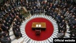 Ceremonia e nënshkrimit të Kushtetutës së Republikës së Kosovës pas shpalljes së pavarësisë.