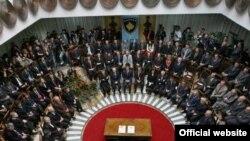Nga ceremonia e nënshkrimit të aktit më të lartë juridik të vendit, Kushtetutës së Republikës së Kosovës, tre vjet më parë.