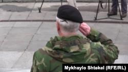 Бойцы из крымских подразделений морской пехоты в парке Славы в Киеве, 16 ноября 2015 года