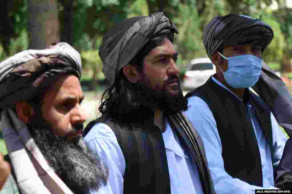 Taliban members attend a ceremony at the governor's office on May 26 after being released by authorities in Herat. During the cease-fire, Afghan authorities have released some 1,100 Taliban prisoners while the militant group has so far freed 245 Afghan security personnel, civil servants, and other people it had been holding.