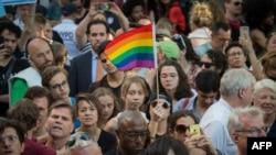 Americanii new-yorkezi își exprimă durerea și solidaritatea cu cei afectați de atacul de la Orlanda