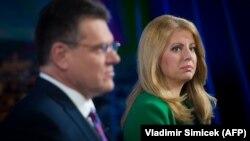 За кресло главы государства борются Марош Шефчович (л) и Зузанна Капутова