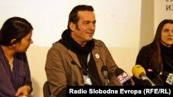 Џабир Дерала, претседател на невладината организација Цивил држи прес-конференција во Скопје.