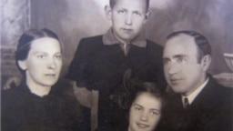 Cемья Смилингисов, 1940 год, Литва
