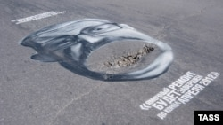 A pothole caricature of Yevgeny Porunov, head of the Yekaterinburg City Duma