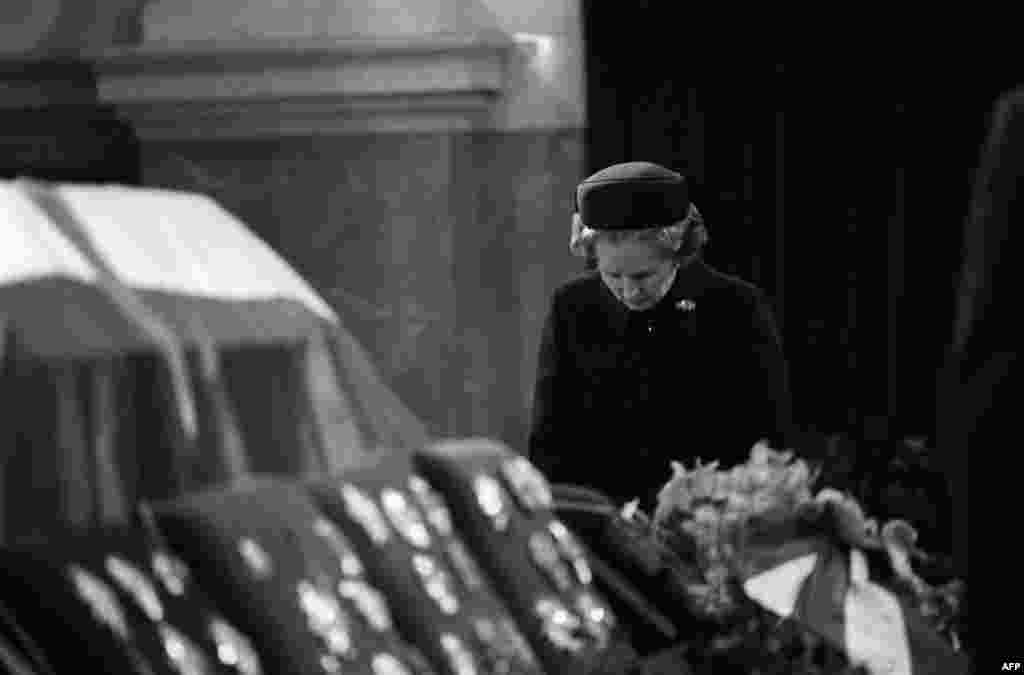 Margaret Thatcher pays her last respects to Yugoslavia's Marshal Tito during his funeral at the parliament in Belgrade in May 1980.