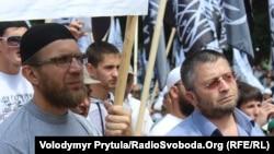 Активисты организации «Хизб ут-Тахрир» на митинге. Симферополь, 6 июня 2013 года.