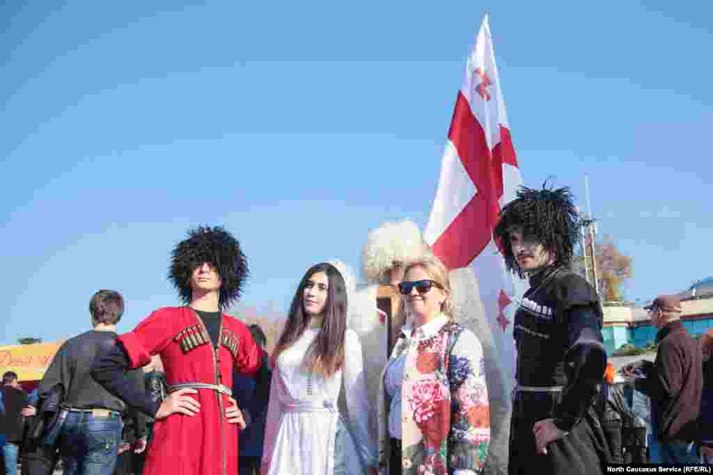 Рекорд по фотографиям с гостями праздника поставила грузинская делегация
