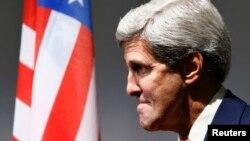 Госсекретарь Джон Керри призвал законодателей повременить с введением новых экономических санкций против Ирана