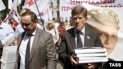 5 тысяч подписей с требованием освобождения Тимошенко передали президенту Украины
