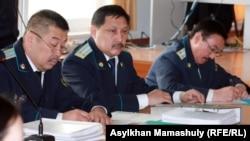 """""""Шетпе ісі"""" бойынша сот залындағы прокурор қызметкерлері. Ақтау, 17 сәуір 2012 жыл."""