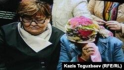 """Родственницы фигурантов """"Хоргосского дела"""" в суде. Алматы, 12 апреля 2014 года."""