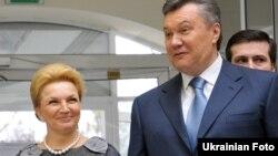 Віктор Янукович і голова МОЗ Раїса Богатирьова