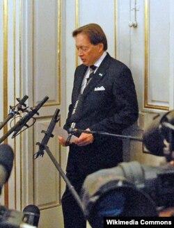 Horace Engdahl 2008-ci ilin Ədəbiyyat üzrə Nobel mükafatçısını elan edir (Həmin il mükafatı fransız yazıçısı Jean-Marie Gustave Le Clézio qazanmışdı)