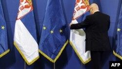 Zastave Srbije i Evropske unije - ilustracija