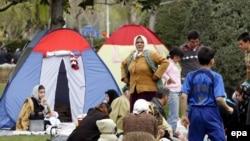 نیروی انتظامی می گوید: در مبارزه با «بدحجابی» در پارک ها و تفريحگاه ها از ۱۰۰ پليس زن نيز استفاده می شود.