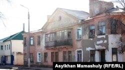 Дом в центральной части города Жезказгана Карагандинской области. 27 ноября 2013 года.