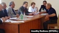 Ekologiya və Təbii Sərvətlər naziri Hüseynqulu Bağırov Şirvanda vətəndaşları qəbul edir