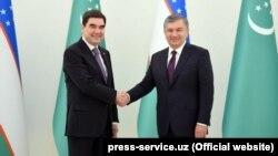 Türkmenistanyň prezidenti Gurbanguly Berdimuhamedow we Özbegistanyň prezidenti Şawkat Mirziýoýew