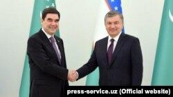 Президенты Туркменистана и Узбекистана Гурбангулы Бердымухамедов и Шавкат Мирзияев (архивное фото).
