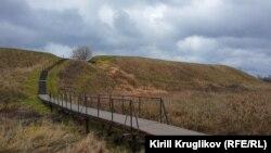 Исторический земляной вал в Белозерске