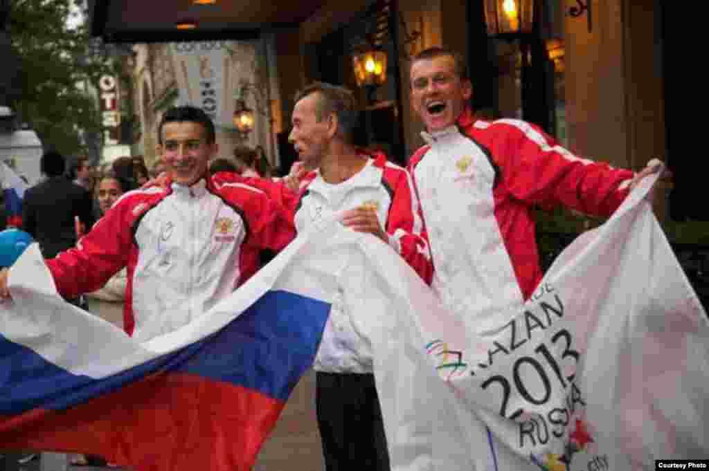 Казаннан Брюссельгә кадәр йөгереп килеп җиткән спортчылар өчен дә бу җиңү аеруча кадерле - Казанга теләктәшлек йөзеннән Казаннан Брюссельгә кадәр, 5 ил аша үткән марафончылар да сөенә, 31 май 2008, Брюссель