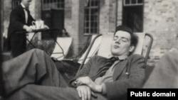 Гай Берджесс, 1932