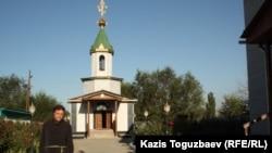 Отец Софрония у церкви в поселке имени Туймебаева Алматинской области. 3 сентября 2013 года.