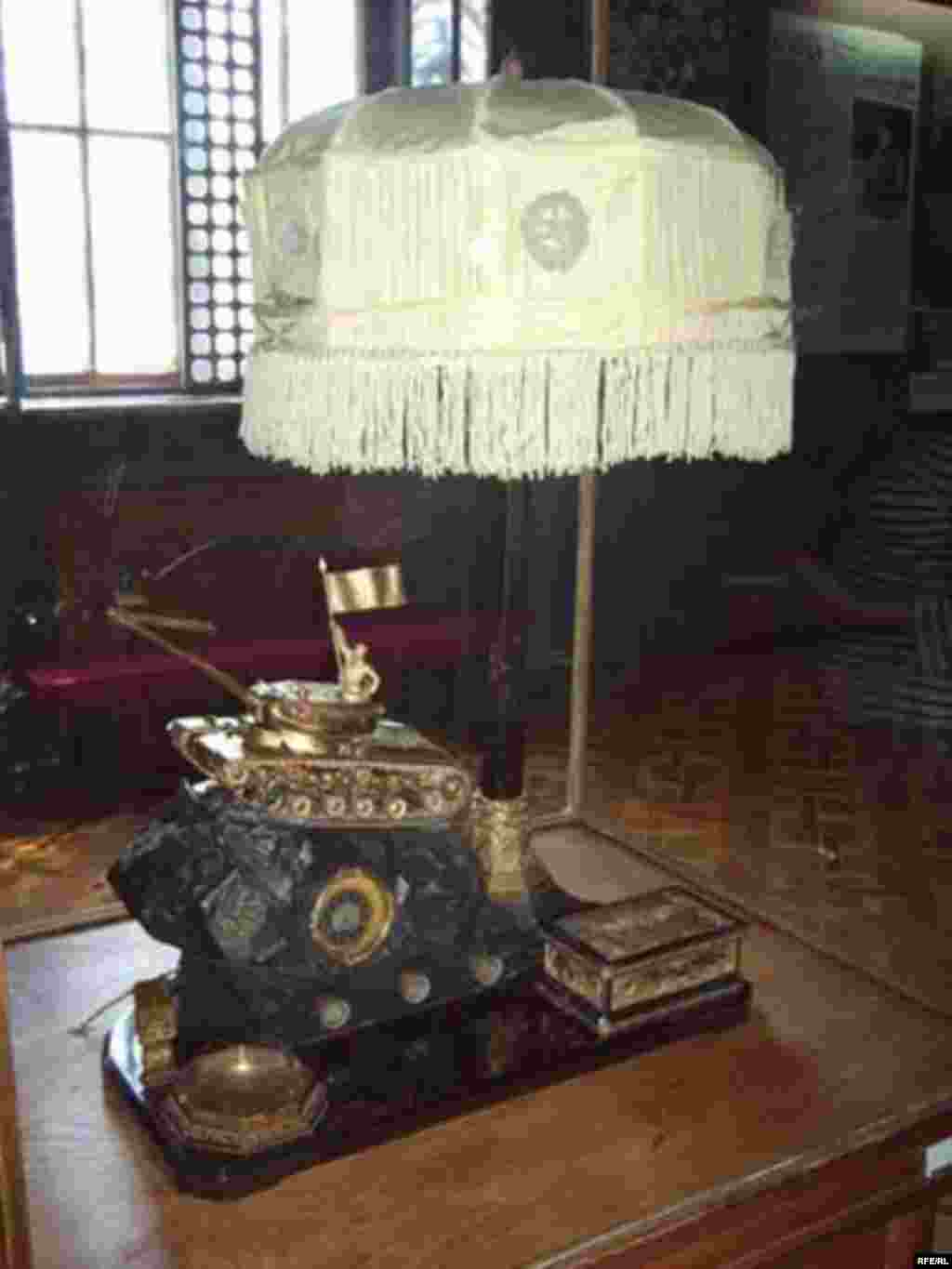 Stalin's Birthplace - This lamp was given to Stalin by Soviet tankists.
