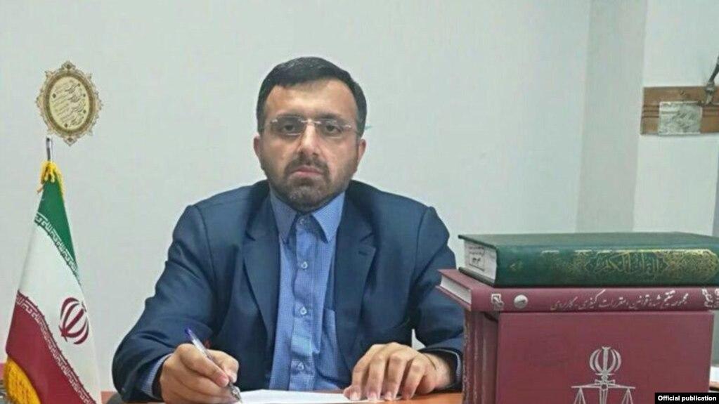 به گزارش وبسایت زیتون، رحیم رستمی، بازپرس پرونده، رفتار توهینآمیزی با خانوادههای این زندانیان دارد