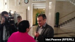 Раушания Билгилдиева һәм Ирек Мортазин мәхкәмә утырышаннан соң
