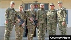 ლელა გოცირიძე (მარჯვნივ), ბაგრამში მყოფი სამხედრო მოსამსახურე ქალები