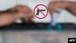 Более 40 иностранных граждан награждены именным оружием, среди которых нет ни одного человека, который имел бы отношение к Абхазии