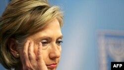 Год назад Хиллари Клинтон тоже пришлось действоват в непростой ситуации (Иерусалим, март 2009 года).