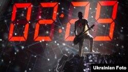 Один із музикантів гурту O.Torvald під час виступу на національному відборі «Євробачення». Київ, 16 лютого 2017 року