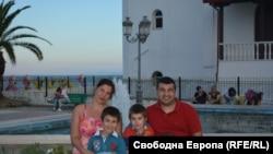 Диана Димитрова със семейството си
