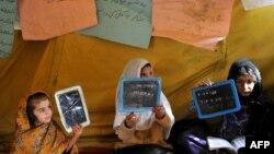 افغان ماشومانې چې د اکسفام له لوري ورته د ښوونې په برخه کې مرسته شوې.