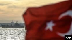 Ілюстраційне фото. Російський військовий корабель пливе через протоку Босфор. Вересень 2015 року