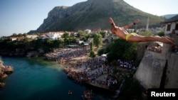 Skokovi sa Starog mosta u Mostaru, 28. jul 2013.