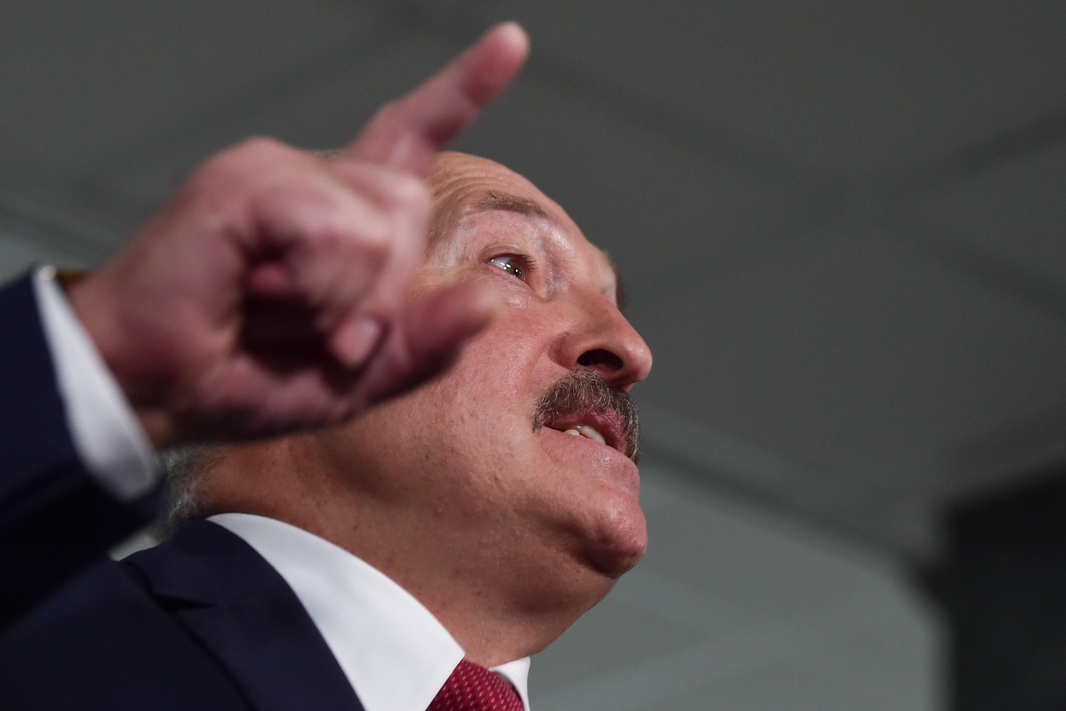 Як параіў засьцерагацца ад каранавірусу Аляксандар Лукашэнка?