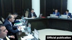 Armenia - Prime Minister Tigran Sarkisian chairs a cabinet meeting in Yerevan, 3Oct2013.