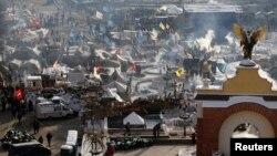 Pamje nga kampi i protestuesve në Kiev të Ukrainës