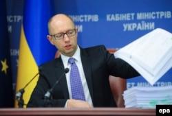 Арсеній Яценюк під час прес-конференції у Києві, 29 жовтня 2014 року