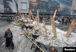 Баррикады на площади Независимости в Киеве