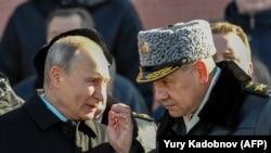 Орусия президенти Владимир Путин менен коргоо министри Сергей Шойгу. Москва, 23-февраль, 2018-жыл.