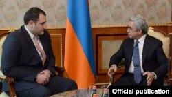 Армения -- Президент Армении Серж Саргсян и министр внутренних дел Грузии Александр Чикаидзе (слева), Ереван, 2 декабря 2014 г. (Фотография - пресс-служба президента Армении)
