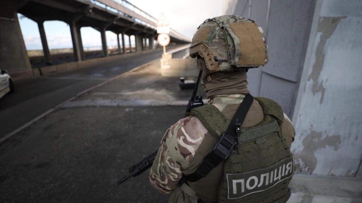 В Киеве перекрыли мост Метро из-за сообщения о минировании – полиция