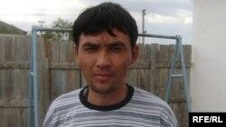 Мусульманин Диянат Ердешев из села Ганюшкино Курмангазинского района Атырауской области. 1 сентября 2009 года.
