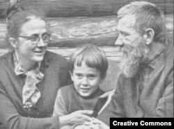 Мария Розанова и Андрей Синявский с сыном Егором. 1972 год